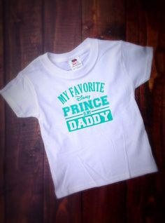 My Favorite Disney Prince is my DADDY The little girl in your life will be proud to wear this T Shirt! These shirt sizes are Youth T Shirt sizes (these tend to run a bit larger) XS-4/5 S-6/7 M-8 L-10 XL-12  For the same shirt in smaller Little Boy sizes 12 Months-5T please view the listing here: https://www.etsy.com/listing/226382027/my-favorite-disney-princess-is-my-mommyt  This shirt can be made to represent any man in your life. Please choose your wording and leave in Note to Seller. If…