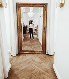 Foyer decorating – Home Decor Decorating Ideas Furniture Inspiration, Home Decor Inspiration, Appartement New York, Hallway Mirror, Mirror Mirror, Floor Mirror, Leaner Mirror, Upstairs Hallway, Flur Design