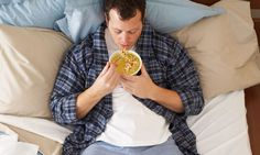 Comer en la cama es el peor hábito para tu salud   http://caracteres.mx/comer-en-la-cama-es-el-peor-habito-para-tu-salud/?Pinterest Caracteres+Mx