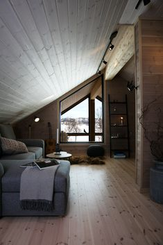 Wooden House Design, Cabin Design, Summer Cabins, Open Floor House Plans, Attic Design, Attic Rooms, Cottage Interiors, Cabin Homes, Home Fashion