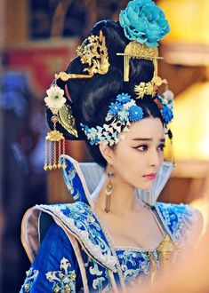 "Chinese actress Fan Bingbin, who played in the historical series ""Empress of China"" the ruler Wu Zetian (Wu Zetian), which has actually ruled China for forty years since Oriental Fashion, Asian Fashion, The Empress Of China, Fan Bingbing, China Girl, Chinese Clothing, Jolie Photo, Chinese Actress, Chinese Culture"