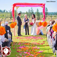 Vibrant, cheery colors and the perfect, sunny day for this outdoor wedding in Bend, OR at Tetherow.