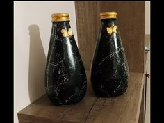 Recycling from Soda Bottle. Bead Crafts, Jewelry Crafts, Diy And Crafts, Vases, Puffy Paint, Rolled Paper, Soda Bottles, Make Your Own, Make It Yourself