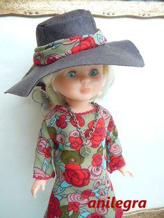 Modelo Brigitte Vestido , medias , collar y sombrero 22 euros