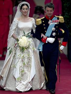 The bridal couple after the wedding ceremony; wedding of Crown Prince Frederik of Denmark and ms. Mary Donaldson, May 14th 2004