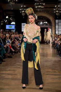 Antonio Moro We Love Flamenco - Foto: Aníbal González Spanish Dance, Dance Clothing, Spanish Culture, Love, Dance Outfits, Spain, Saree, Clothes, Dresses