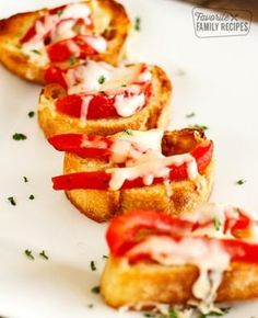 If you are looking for a quick and easy snack or appetizer, give this roasted red pepper bruschetta a try! I love the melted mozzarella cheese on top.it's SO yummy! Quick Appetizers, Easy Snacks, Appetizer Recipes, Healthy Snacks, Snack Recipes, Delicious Recipes, Vegetarian Recipes, Healthy Eating, Healthy Recipes