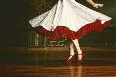 Fantasy – white dress with red petticoat Vestidos Vintage, Vintage Dresses, Lizzie Hearts, Foto Gif, Red Shoes, Fairy Tales, Red And White, My Style, Form Style