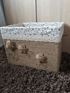 Tároló kartondobozból Hobby, Jute, Storage Chest, Decorative Boxes, Arts And Crafts, Projects, Diy, Furniture, Home Decor