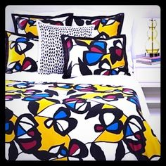 DVF MIRO FLOWERS TWIN DUVET SET! Day bed dorm room No one does fabric better than DVF. And no one will have a more stylish dorm room than you if you have this bedding! I washed this several times, but never actually used this. The twin duvet and pillow were for show, I used a velvet blanket and a sheet, which was always sandwiched between me and the duvet. Everything would sit in my chair when I would sleep and then I would make the bed and display the pillows. I have for sale (1) TWIN DUVET…
