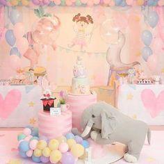 Esplêndida essa festa com o tema circo rosa!💕❤️ Credito: @arcoirisdecor #Festainfantil #FestaCircoRosa #CircoRosa #Circo #Rosa #FestaMenina Royal Princess Birthday, Baby Girl 1st Birthday, Birthday Decorations, Birthday Party Themes, Fiesta Party Favors, Carnival Birthday, Circus Party, Baby Party, Balloons