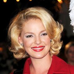 25 Flattering Short Hairstyles For Round Face – hair cut ideas Haircuts For Round Face Shape, Bob Hairstyles For Round Face, Haircuts For Wavy Hair, Short Hair Styles For Round Faces, Short Thin Hair, Girl Haircuts, Medium Hair Styles, Long Hair Styles, Short Hairstyles