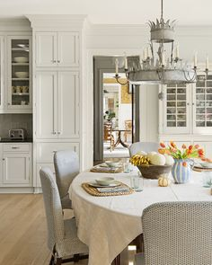 Kitchen Interior Design Remodeling 14 Best Kitchen Paint Colors - Ideas for Popular Kitchen Colors - Spoiler: your kitchen doesn't have to be white. Popular Kitchen Colors, Best Kitchen Colors, Kitchen Paint Colors, Best Kitchen Designs, Kitchen Ideas, Popular Colors, Off White Kitchen Cabinets, Off White Kitchens, Cool Kitchens