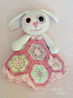 Smartapple Creations - amigurumi and crochet: Crochet bunny lovey blanket with african flower motifs. free pattern for african flower motif; Crochet Amigurumi, Crochet Bunny, Cute Crochet, Crochet For Kids, Crochet Dolls, Knit Crochet, Knitted Dolls, Crochet Security Blanket, Lovey Blanket