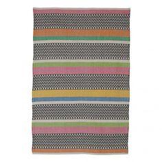 Umweltfreundlicher, handgewobener Baumwollteppich im farbenfrohen Design. Der Teppich eignet sich wunderbar im Alltag und ist extrem pflegeleicht. #bersamastore