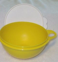 Tupperware Thatsa Bowl 2.75L Margarita Green by Tupperware. $12.78. Margarita Green with White Seal. 2.75L Capacity.. Dishwasher Safe. Multipurpose bowls give you a superior grip when preparing a variety of foods and recipes-from cookie dough to meatloaf to garden-fresh salads. Built-in thumb handle offers superior control when mixing or tossing. Simply slide your thumb through the opening in handle and secure the bowl with your hand-gives you greater control ...