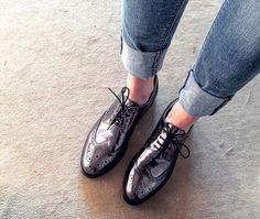 Derbies métallisées (à porter avec un jean slim et un manteau boyfriend) : http://www.taaora.fr/blog/post/derbies-cuir-metallise-minelli-bout-perfore-dentele