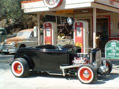 (V8 Flathead Retro Hot Rod)