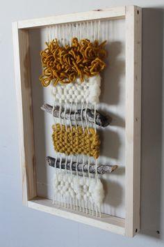 Tamaño 30 x 50 cm Weaving Wall Hanging, Weaving Art, Tapestry Weaving, Loom Weaving, Hand Weaving, Yarn Crafts, Diy And Crafts, Arts And Crafts, Weaving Projects