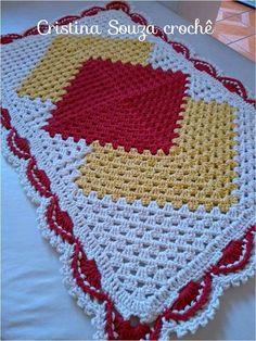 Crochet christmas table runner projects 48 ideas for 2019 Crochet Doily Patterns, Crochet Mandala, Crochet Squares, Crochet Granny, Crochet Motif, Crochet Doilies, Beginner Crochet Projects, Crochet For Beginners, Crochet Shell Stitch