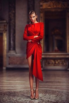 Conceived to bring dreams to life, the Atelier Versace Spring 2019 Haute Couture collection features a regal collection of sexy silhouettes and form-fitting styles. Atelier Versace, Red Fashion, Runway Fashion, Fashion Dresses, Fashion Women, Versace Fashion, Feminine Fashion, Latex Fashion, Cheap Fashion