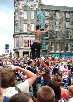 El Festival más grande del mundo  http://www.culturamas.es/ocio/2012/04/05/el-festival-internacional-de-edimburgo/