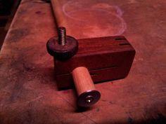 Gramil, super chulo, bonito, de gran calidad y muy facil de fabricar.... realizado en madera de Ipe, en menos de media hora. Homemade Gauge , DIY Idea tomada de http://www.ibuildit.ca/Workshop%20Projects/Shop%20Tricks/tricks-12.html