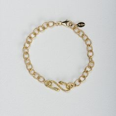 Snake Chain Bracelet. This chunky 14k gold filled textured chain with a detailed snake stationary charm bracelet is classy and fashionable making it the perfect statement piece. #daintyjewelry #bracelets #womensfashion #style #jewelry #gold #statementjewelry
