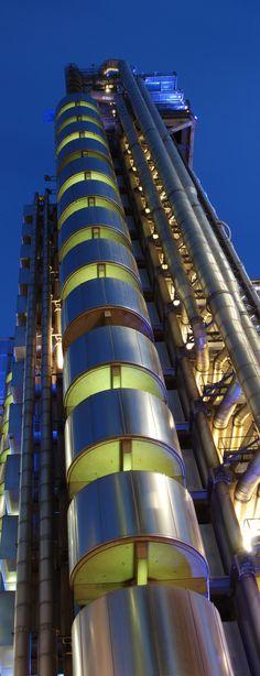 Lloyd's of London - Richard Rogers and Associates, London, England Creative Architecture, London Architecture, Beautiful Architecture, Contemporary Architecture, Art And Architecture, Architecture Details, Interesting Buildings, Amazing Buildings, Modern Buildings