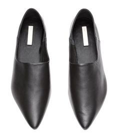 Slip-on loafers: PREMIUM QUALITY. Soft slip-on loafers with pointed toes, leather linings and insoles and rubber soles. The heel can be folded down so that the loafers can be worn as slippers. H&m Shoes, Mules Shoes, Black Shoes, Loafer Mules, Loafers, Foldable Shoes, Leather Slip On Shoes, Real Leather, Black Women