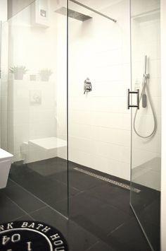 cuarto de ducha, puerta y tabique de cristal
