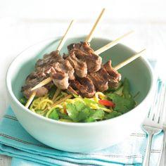 Beef kebabs with vegetable noodle salad - Healthy Food Guide Healthy Salads, Healthy Food, Healthy Eating, Healthy Recipes, Beef Skewers, Kebabs, Beef Strips, Vegetable Noodles, Noodle Salad