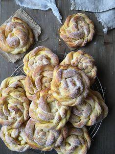 Cookies and Sweets - Karlsbaderbullar med saffran Christmas Sweets, Christmas Baking, Baking Recipes, Dessert Recipes, Brunch, Swedish Recipes, Sweet Pastries, Bagan, No Bake Cake