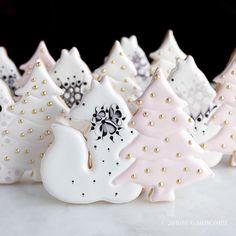 Foxy..#sugarbombe, #sugarcookies, #decoratedcookies, #cookiesofinstagram, #edibleart,#sugarart, #royalicingart, #royalicingcookies, #customcookies, #foodart, #diycookies, #3dprintedcookiecutters, #customcookiecutters, #3dprintedcookiecutters, #customcookiecutters, #cookiecutters,#f52grams,#bakersofinstagram,#foxcookiecutter
