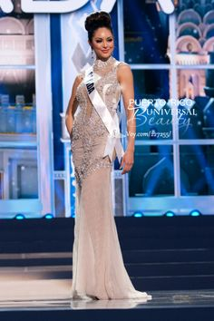 Riza Santos, Miss Universe Canada 2013, poses in the evening gown during the Preliminary Competition at Crocus City Hall on November 5, 2013. #MissUniverse2013 #MissUniverse #MissUniverso2013 #MissUniverso #Russia #Moscow #Rusia #Moscú #MissCanada #RizaSantos