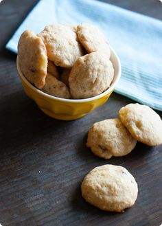 banana nut cookies ... perfect for dessert OR breakfast ... banana bread in cookie form!