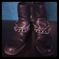 Chain Link Boots Some creasing otherwise in great condition! Size 10 but runs small so could also fit a 9. Shoes