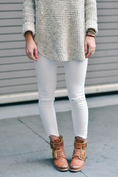 Winter white denim, neutral sweater and brown booties! White Pants, White Denim, White Skinnies, Fall Winter Outfits, Autumn Winter Fashion, Winter Style, Fall Fashion, Winter Shoes, Winter Clothes