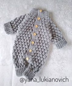 Overall für Kinder. Gestrickter Overall. Winter Baby Clothes, Knitted Baby Clothes, Baby Hats Knitting, Baby Knitting Patterns, Baby Patterns, Crochet Clothes, Knitted Hats, Newborn Crochet, Crochet Baby