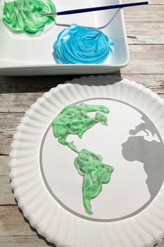 Earth day craft for kids Fun Crafts, Crafts For Kids, Arts And Crafts, Paper Plate Crafts, Paper Plates, Earth Day Crafts, Train Up A Child, Art Activities For Kids, Shaving Cream