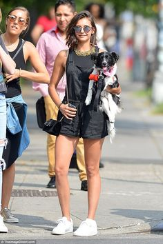 Nina Dobrev carries her 'emotional support animal' Chill Outfits, Short Outfits, Cute Outfits, Shraddha Kapoor Half Girlfriend, Nina Dobrev Style, Emotional Support Animal, Street Outfit, Celebs, Celebrities