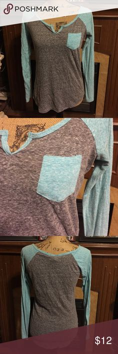 Rue 21 Long Sleeve Vneck Top Super cute Rue 21 Long Sleeve Vneck Top that is gray with light blue sleeves & breast pocket! In perfect condition no rips or stains! Rue 21 Tops Tees - Long Sleeve