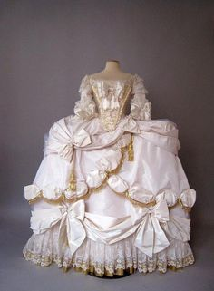 Marie Antoinette Court gown 1778-79 This is a modern costume created by Atelier Caraco, though it is indeed a recreation of one of Marie Antoinette's court gowns! :)