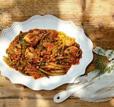 Κοτόπουλο με λαδερά λαχανικά Greek Recipes, Ratatouille, Chicken, Ethnic Recipes, Food, Recipes, Meals, Yemek, Buffalo Chicken