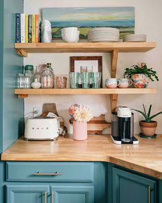 Kitchen Remodeling: Choosing Your New Kitchen Cabinets - Kitchen Remodel Ideas Home Decor Kitchen, Interior Design Kitchen, Diy Kitchen, Home Kitchens, Smeg Kitchen, Pastel Kitchen Decor, Kitchen Ideas, Wooden Kitchen, Kitchen Paint