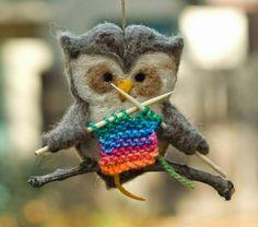 Bom Dia - Corujinha de Feltro Tricoteira!!