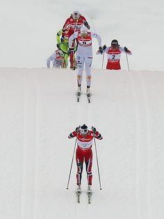 Alle sind hinter Marit Björgen her: Die Norwegerin hat sich bei den nordischen Ski-WM in Val di Fiemme den ersten Titel gesichert. Björgen lief im Finale des Klassik-Sprints vor den Schwedinnen Ida Ingemarsdotter und Maiken Caspersen Falla ins Ziel. (Foto: Srdjan Suki/dpa)