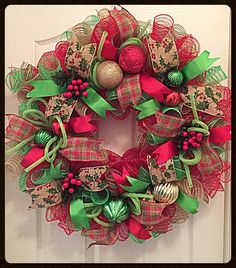 Country Christmas Burlap Deco Mesh Wreath/Christmas Wreath/Christmas Burlap Wreath/Lime, Burlap and Red Christmas Wreath Celebrate a County Christmas with this Burlap Christmas deco mesh wreath. It shows with high quality striped deco mesh Christmas Berries, Christmas Mesh Wreaths, Burlap Christmas, Elegant Christmas, Deco Mesh Wreaths, Country Christmas, Christmas Crafts, Red Christmas, Door Wreaths
