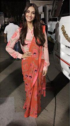 7 Times Sonam Kapoor Gave Us Major Diwali Style Inspiration! Saree Blouse Patterns, Saree Blouse Designs, Sari Blouse, Saree Draping Styles, Saree Styles, Indian Designer Outfits, Indian Outfits, Indian Dresses, Sonam Kapoor