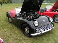 Triumph - produced between 1955 and 1962 British Car, British Sports Cars, Vintage Cars, Antique Cars, High School Love, Triumph Tr3, Triumph Sports, Austin Healey, Mustangs
